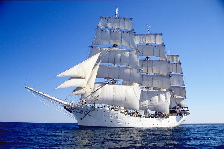 Tall_ship_Christian_Radich_under_sail.jpg